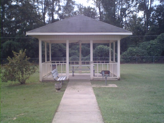 Calhoun Manor, Calhoun, MS, gazebo