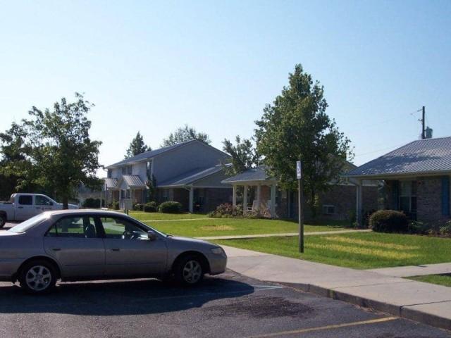 Carlisle Apartments, Pearson, GA parking