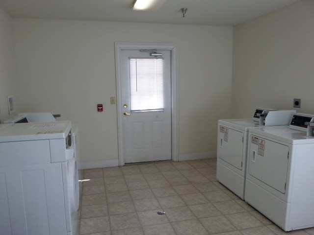 Cloverset Place, Hazelhurst, Georgia, laundry facility