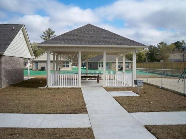 Fullerton Estates, Baton Rouge, LA gazebo picnic area