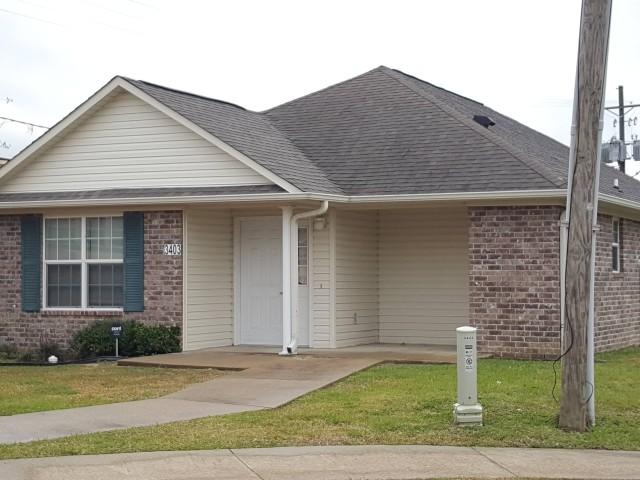Fullerton Estates, Baton Rouge, LA home entrance and drive