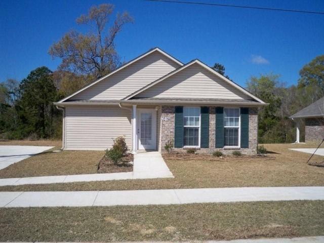 Fullerton Estates, Baton Rouge, LA home cream color and sidwalks