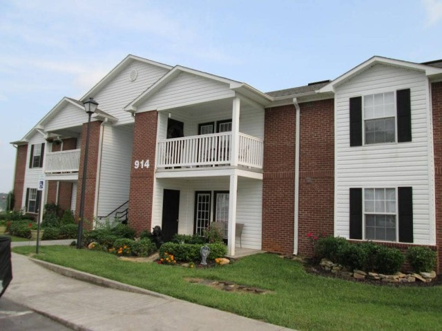 Kingsview, Kingsport, TN, Building and Balcony