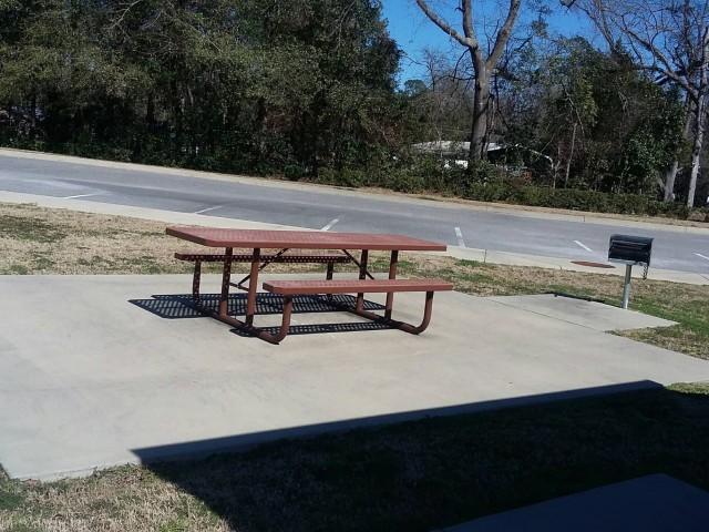 Legacy Senior Village, Eufaula, AL picnic area