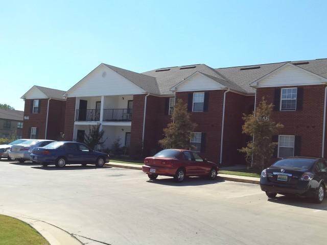 Magnolia Senior, Selma, AL, apartment building and parking lot