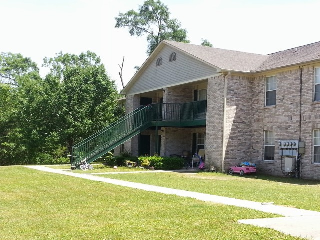 Megan Manor, Chatom, AL, building and landscaping