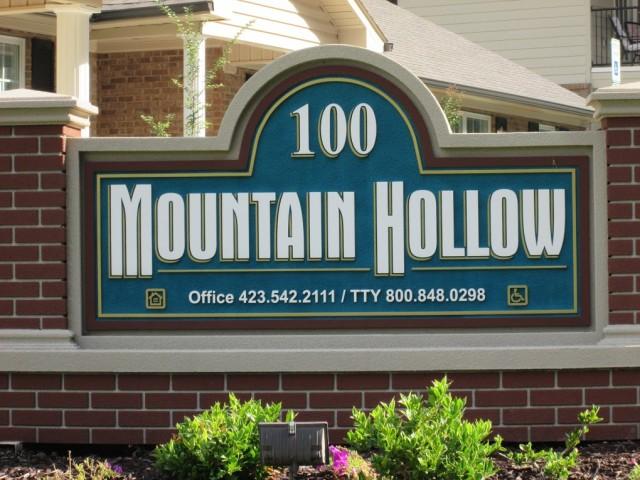 Mountain Hollow Apts, Elizabethton, TN, sign