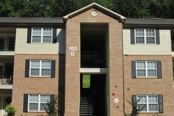 Mountain Hollow Apts, Elizabethton, TN, apartment building entrance
