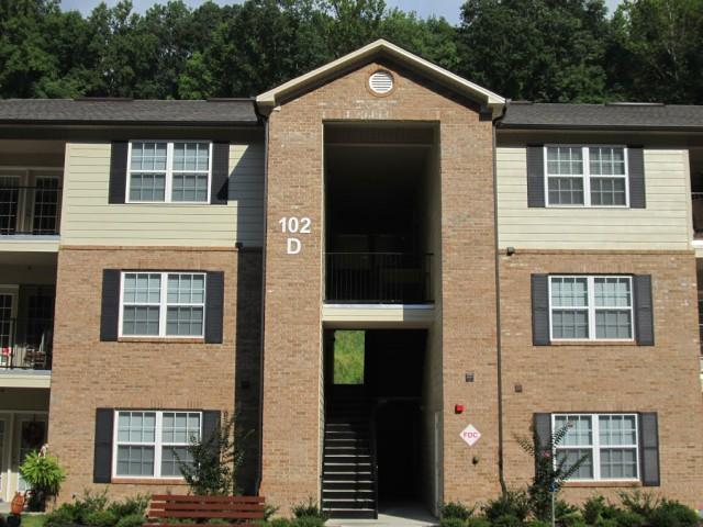 Mountain Hollow Apts, Elizabethton, TN, apartment building entrance