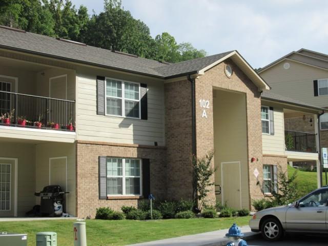 Mountain Hollow Apts, Elizabethton, TN, apartment building side view 2 story