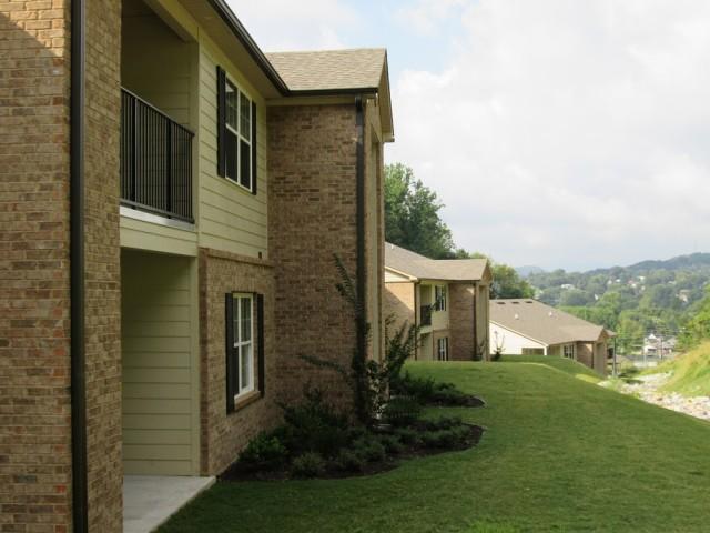 Mountain Hollow Apts, Elizabethton, TN, apartment building side ground view 2 story