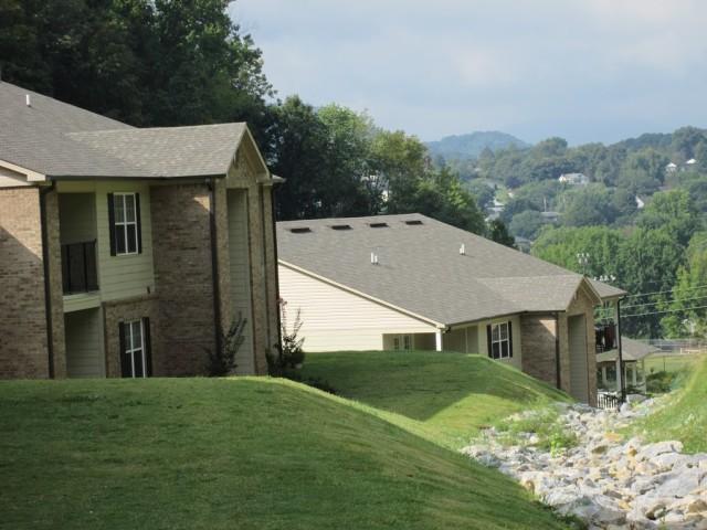 Mountain Hollow Apts, Elizabethton, TN, apartment building side ground view 2 story 2