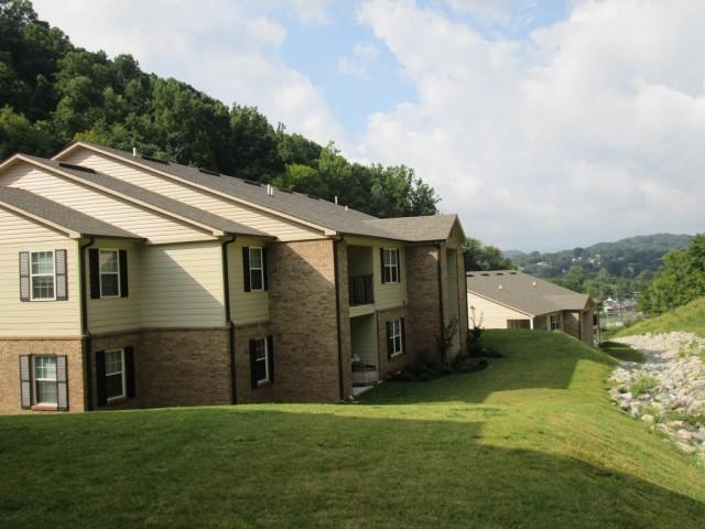 Mountain Hollow Apts, Elizabethton, TN, apartment building side view 2 story 2