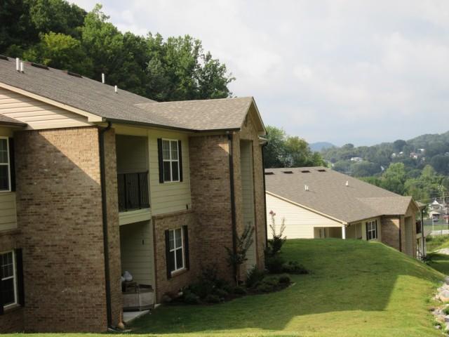 Mountain Hollow Apts, Elizabethton, TN, apartment building side view 2 story 3