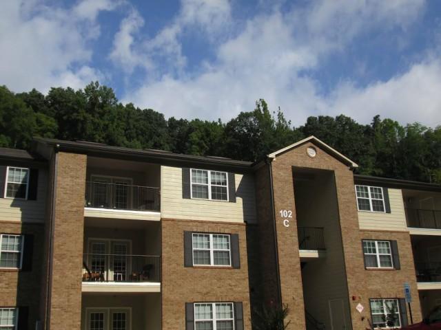 Mountain Hollow Apts, Elizabethton, TN, apartment building angle front view 3 story