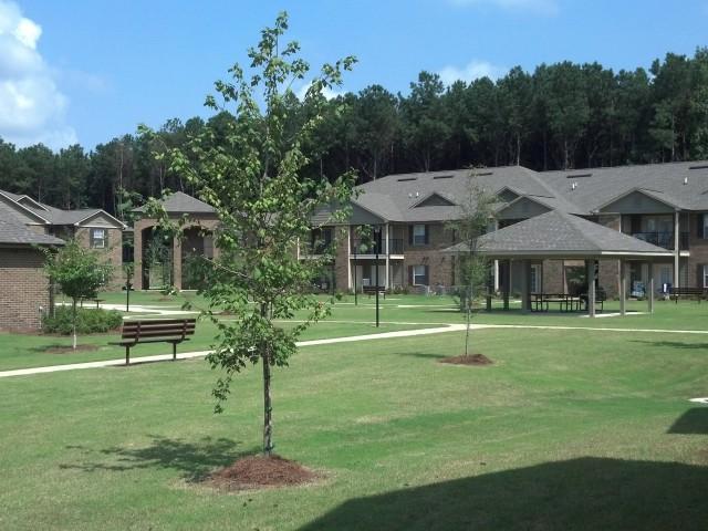 Savannah Garden, Boaz, AL, landscaping grounds