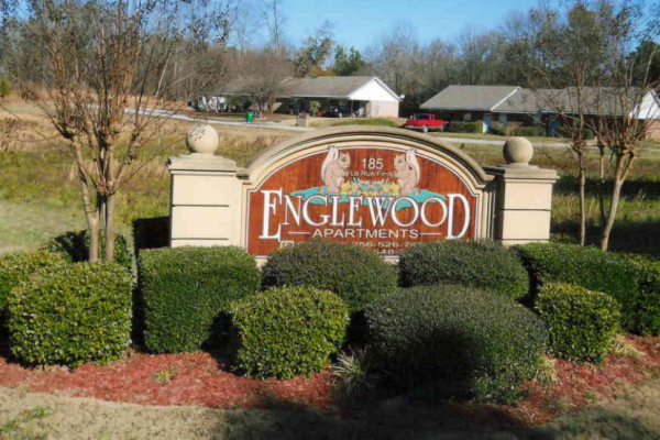 Englewood Apartments, Leesburg, AL sign