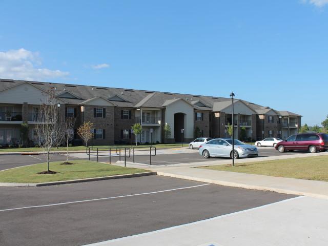 Villas of Savannah, Savannah, TN, entrance and parking