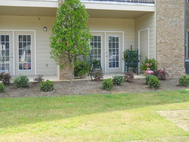 Villas of Savannah, Savannah, TN, patio landscaping