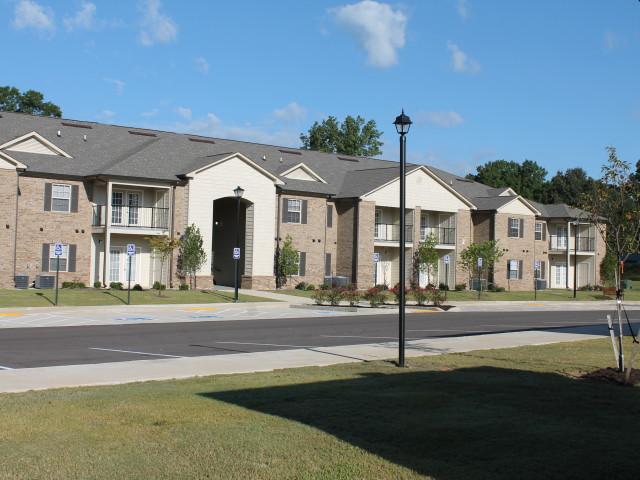 Villas of Savannah, Savannah, TN, apartment building parking and street light