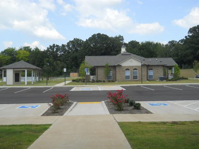 Villas of Savannah, Savannah, TN, handicap accessible parking