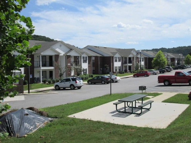 Vista Ridge, Soddy-Daisy, TN, buildings and picnic area