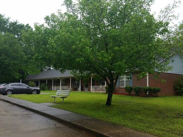West Hill Square Apartments in Gordo, Alabama building, bench and tree