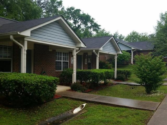West Hill Square Apartments in Gordo, Alabama building entrances