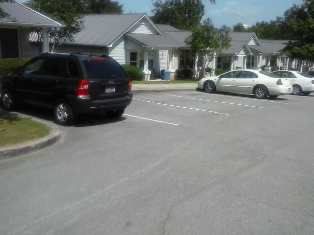 Lakeview Estates, Guntersville, AL Parking and building front