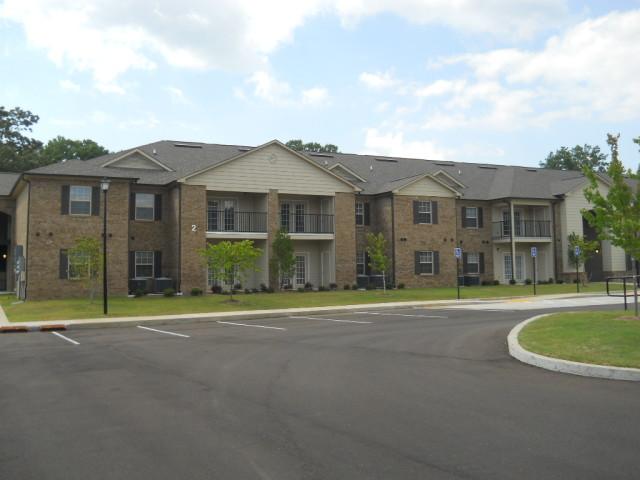 Villas of Savannah, Savannah, TN, apartment building and parking 2